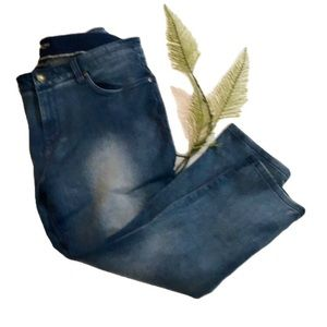 """HAGGAR"" Petite Ladies Denim Jeans."